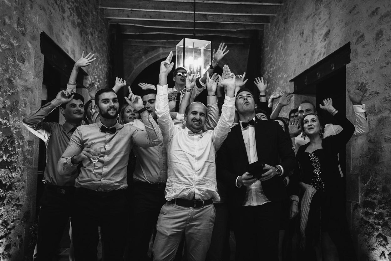 amis mariés ferme lauvergnac noir et blanc
