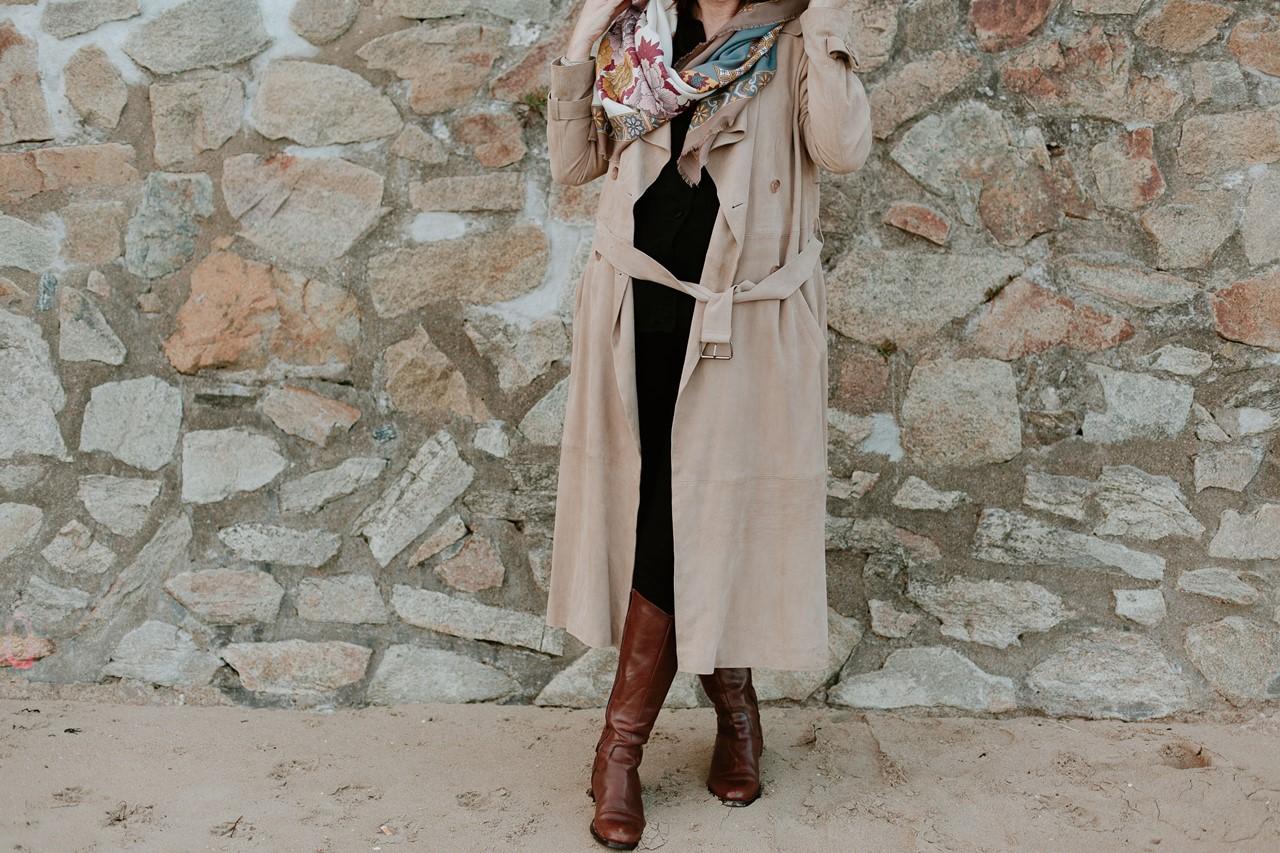 Portrait femme extérieur détails vêtements