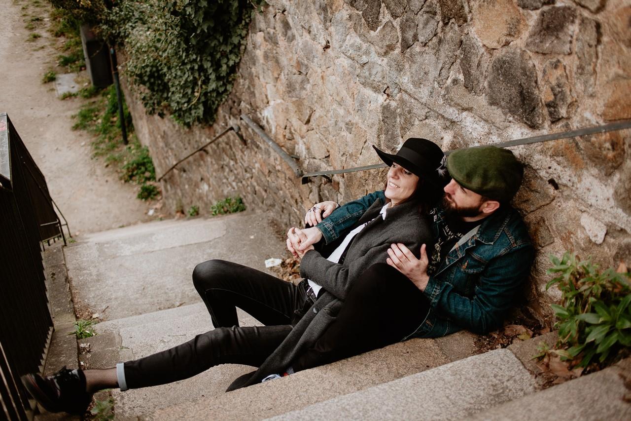 séance couple rock nantes calin escalier