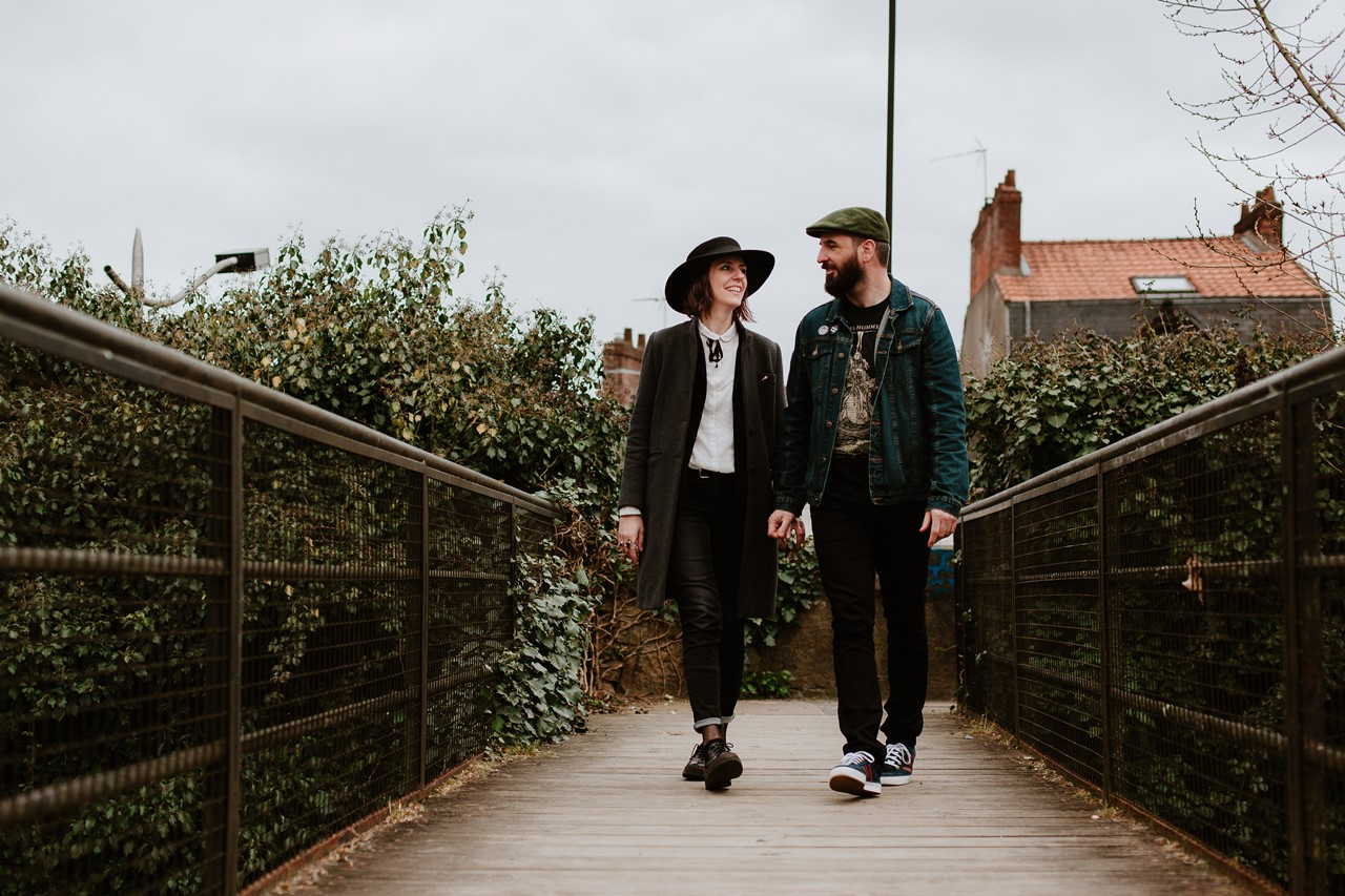 séance couple rock nantes marche pont regards amoureux