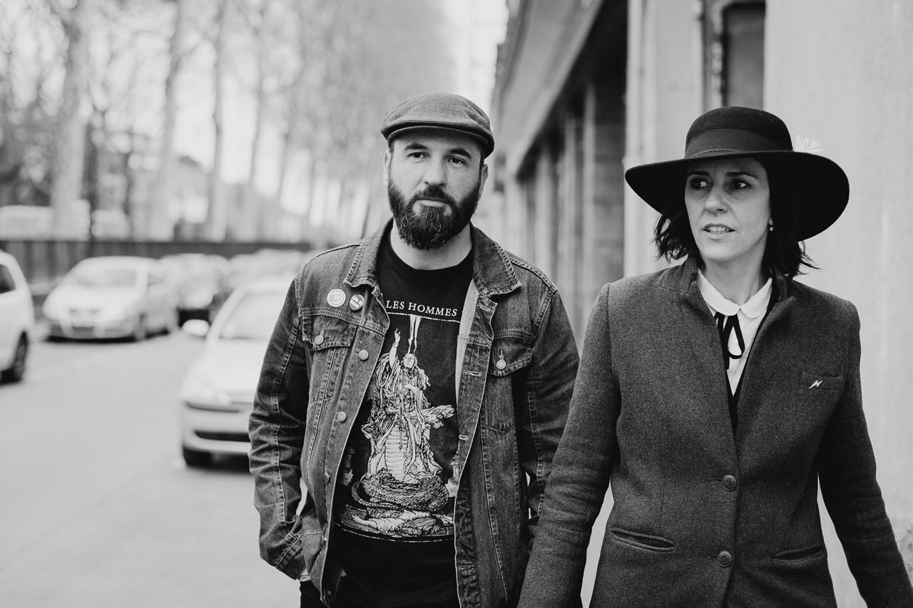 séance couple rock nantes rue instantané lifestyle noir et blanc