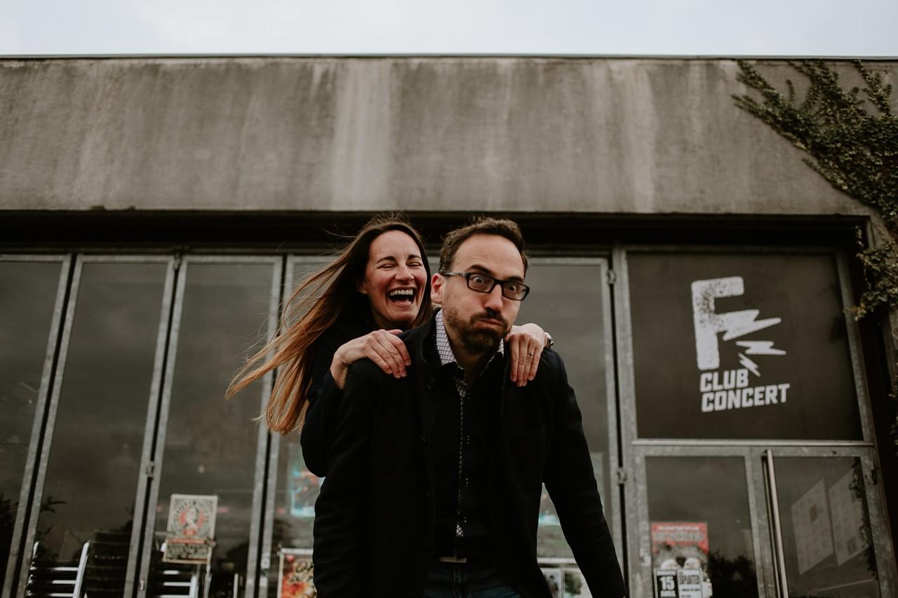 Séance engagement île Nantes rires futurs mariés