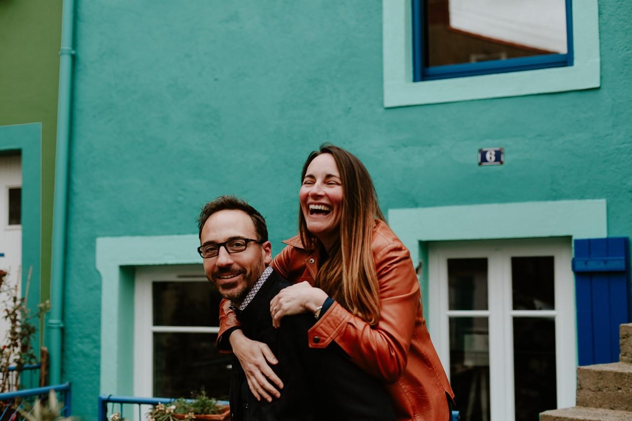 Séance engagement Trentemoult Nantes couple rires