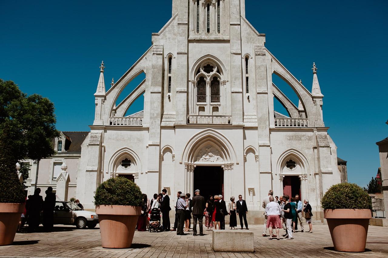 mariage Bécon-les-granits église façade invités