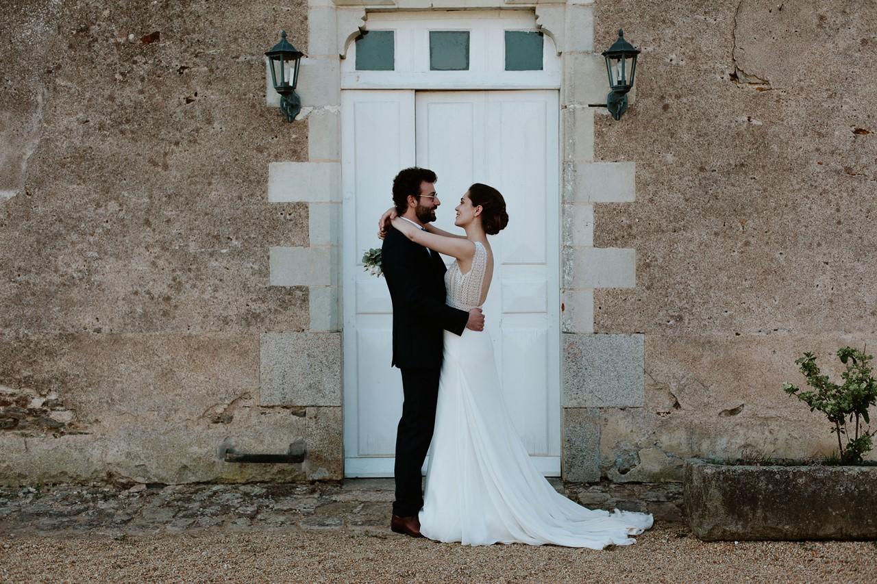 mariage angers château de la Cartrie photo couple porte