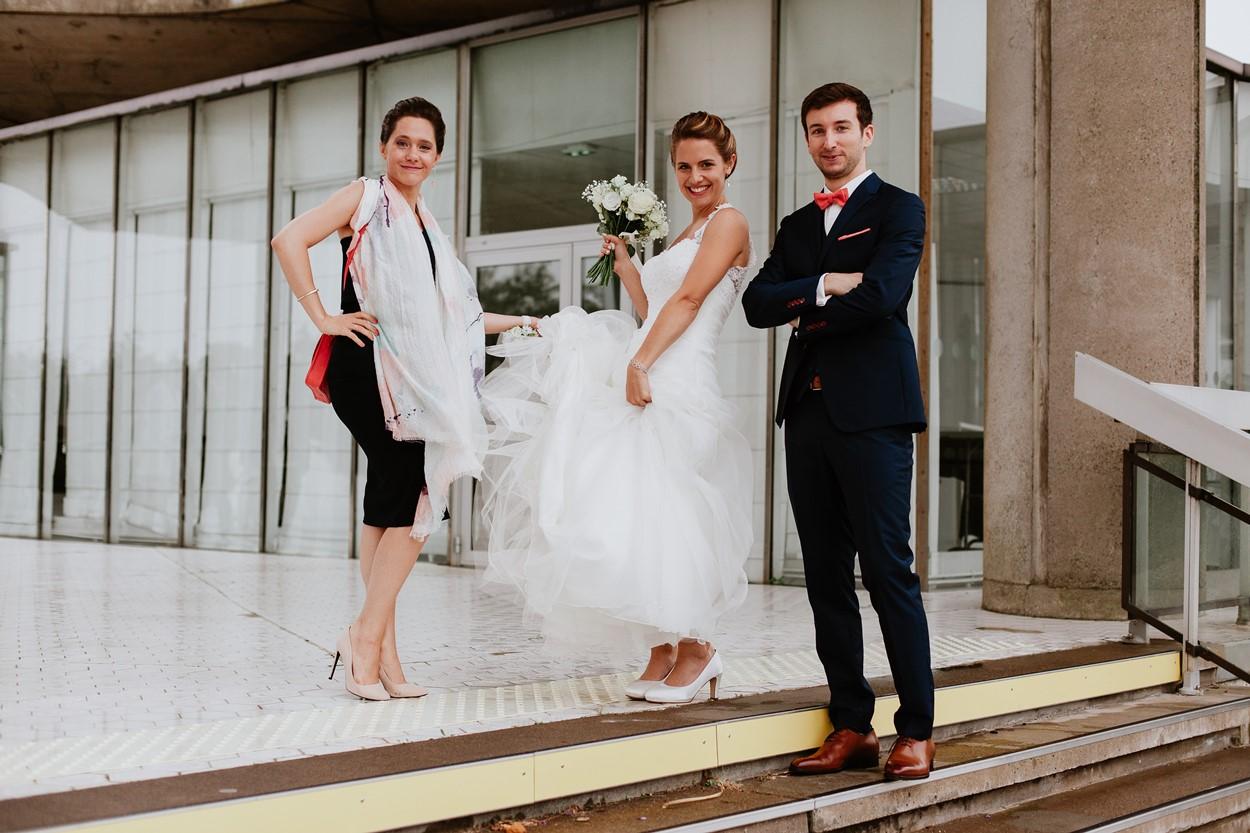 mariés et témoin devant mairie la baule