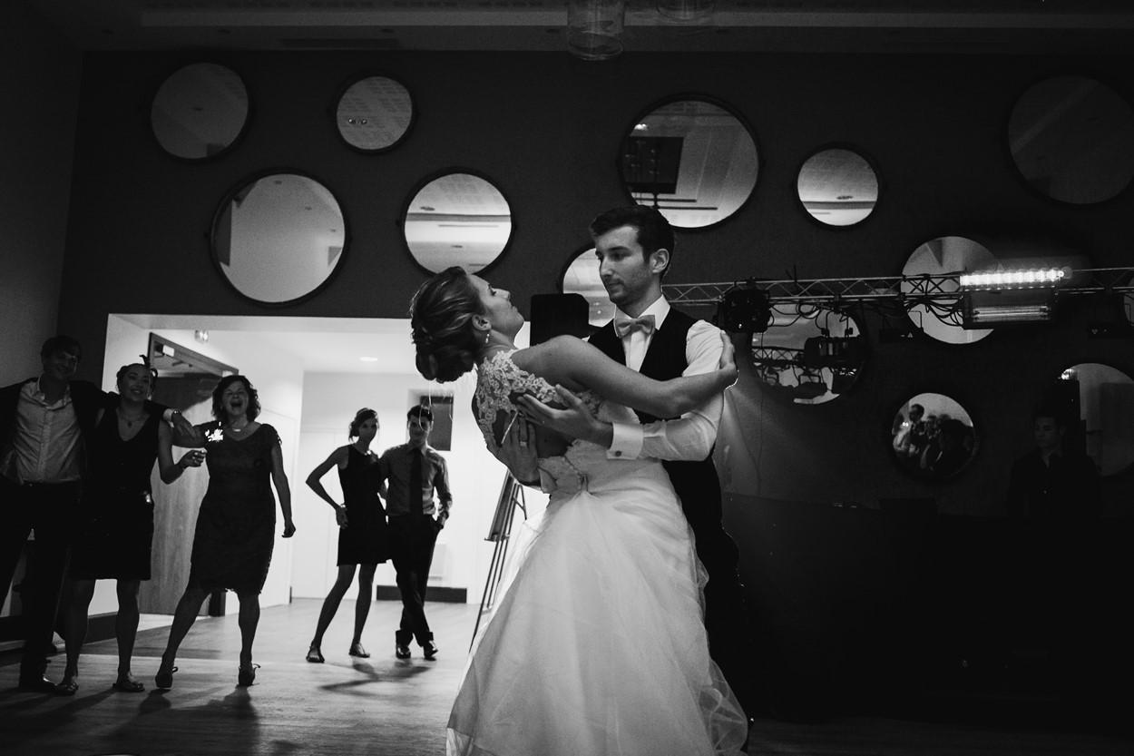 danse mariés noir et blanc ferme lauvergnac