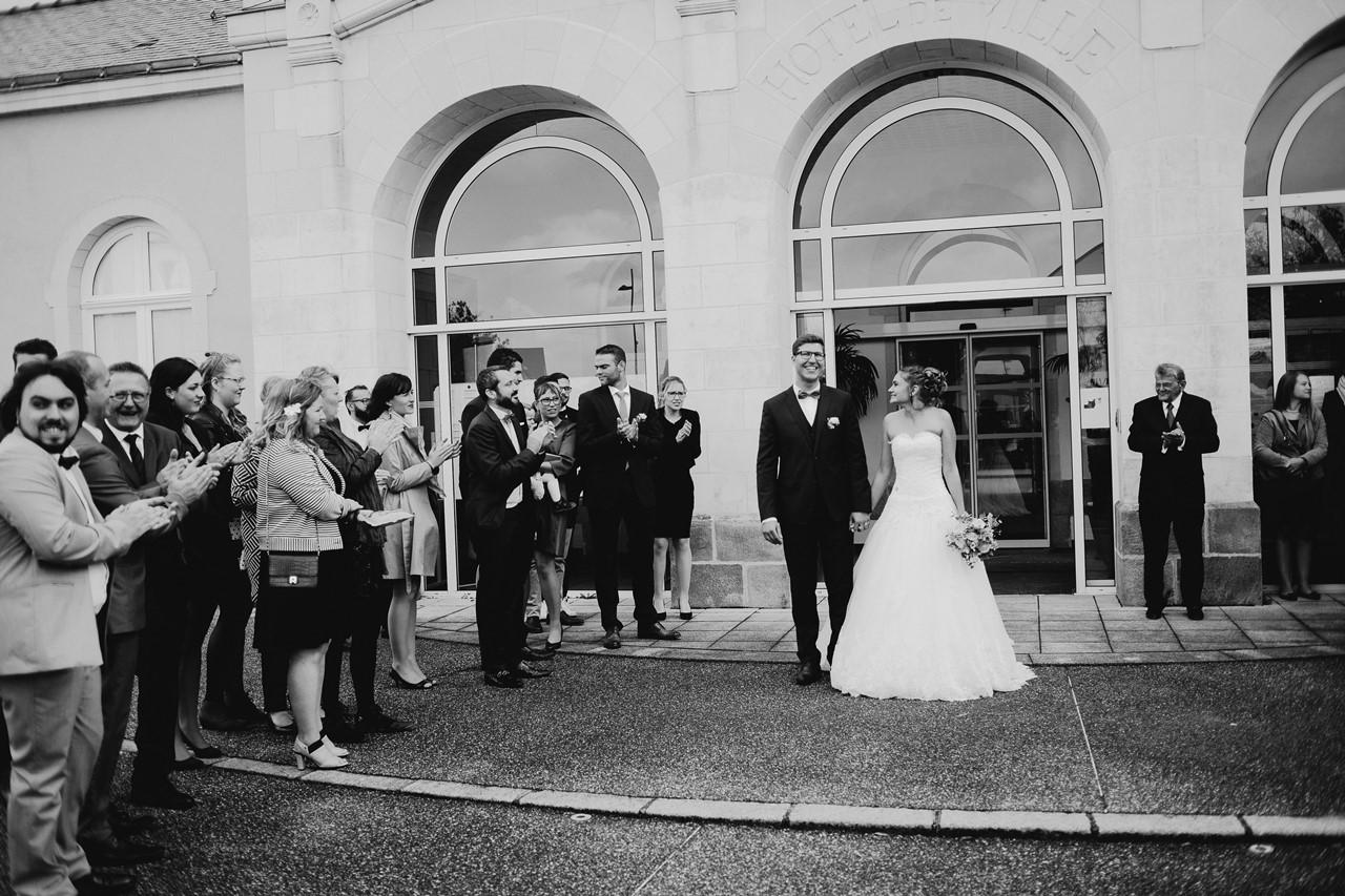 Sortie mariés mairie St Etienne de Montluc