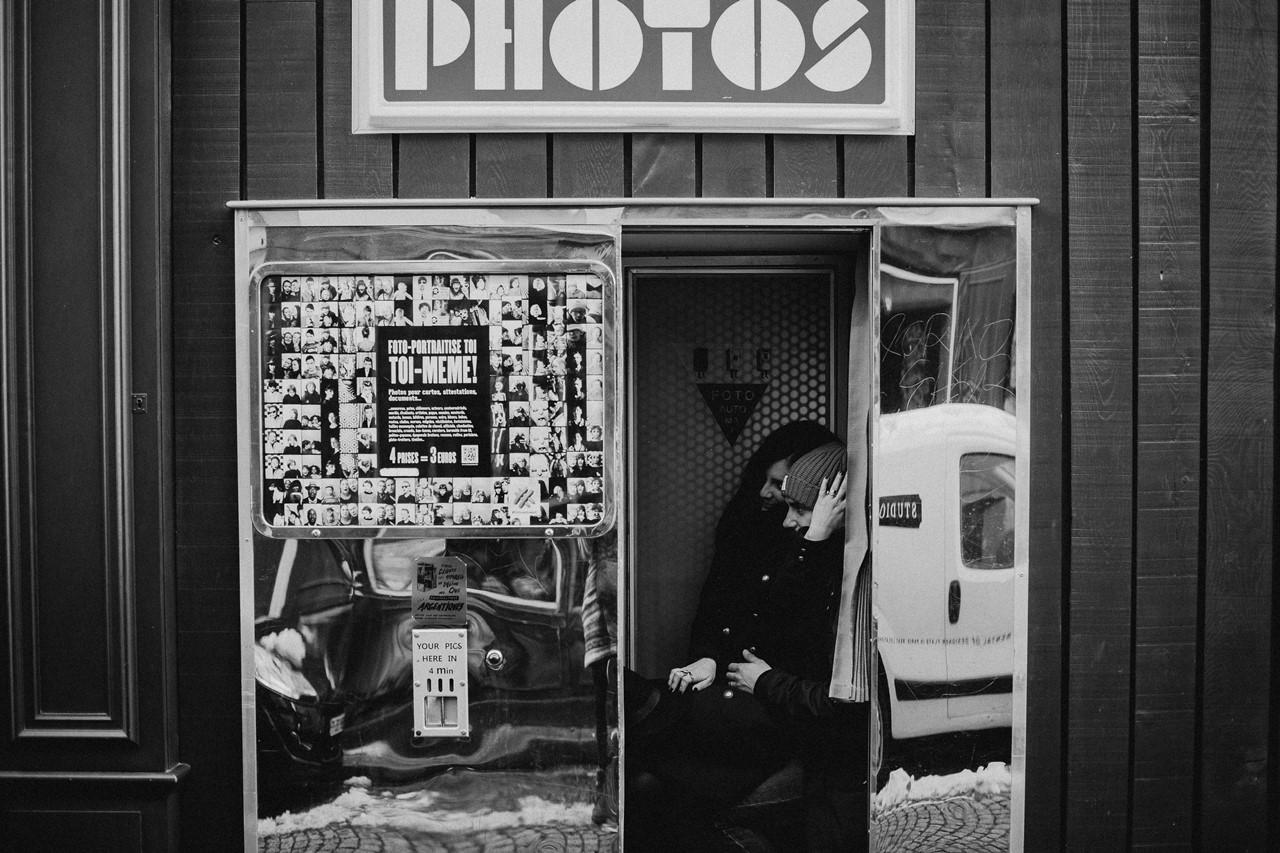 séance couple montmartre photomaton noir et blanc