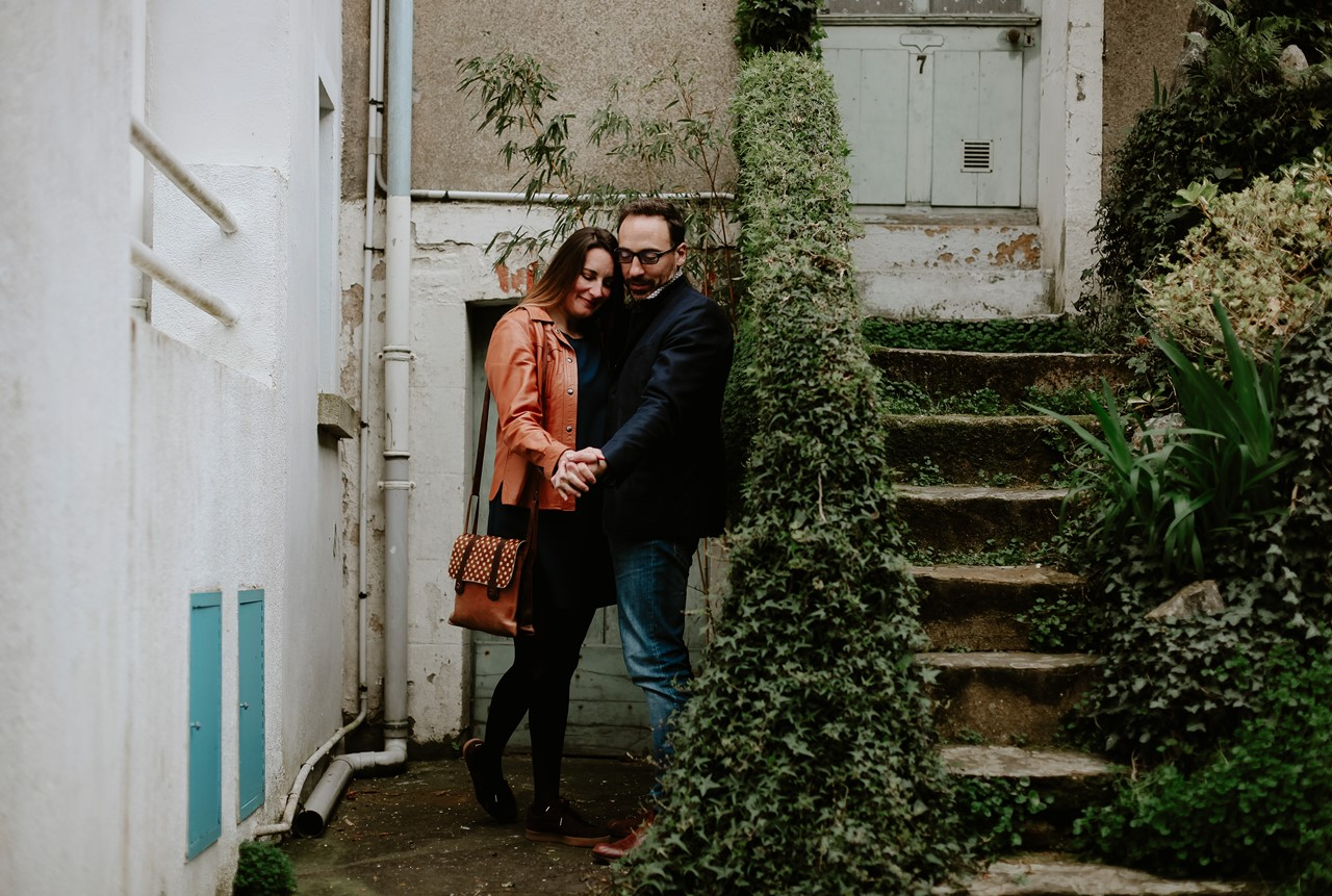 Séance engagement Trentemoult Nantes couple connection