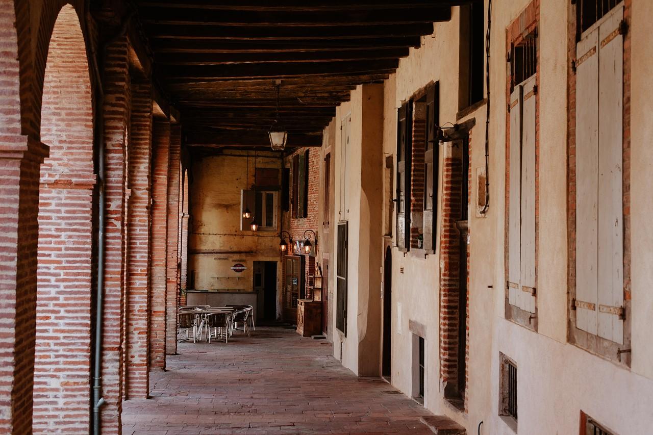 Albi terrasses arcades briques