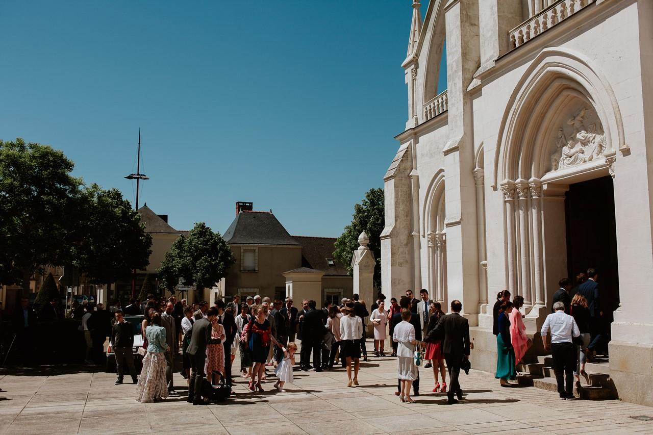 mariage Bécon-les-granits église entrée invités
