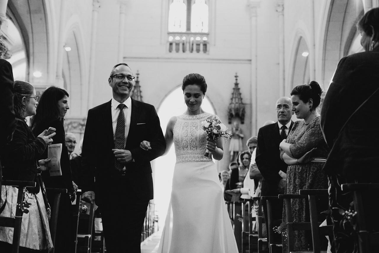 mariage angers entrée mariée dans l'église père