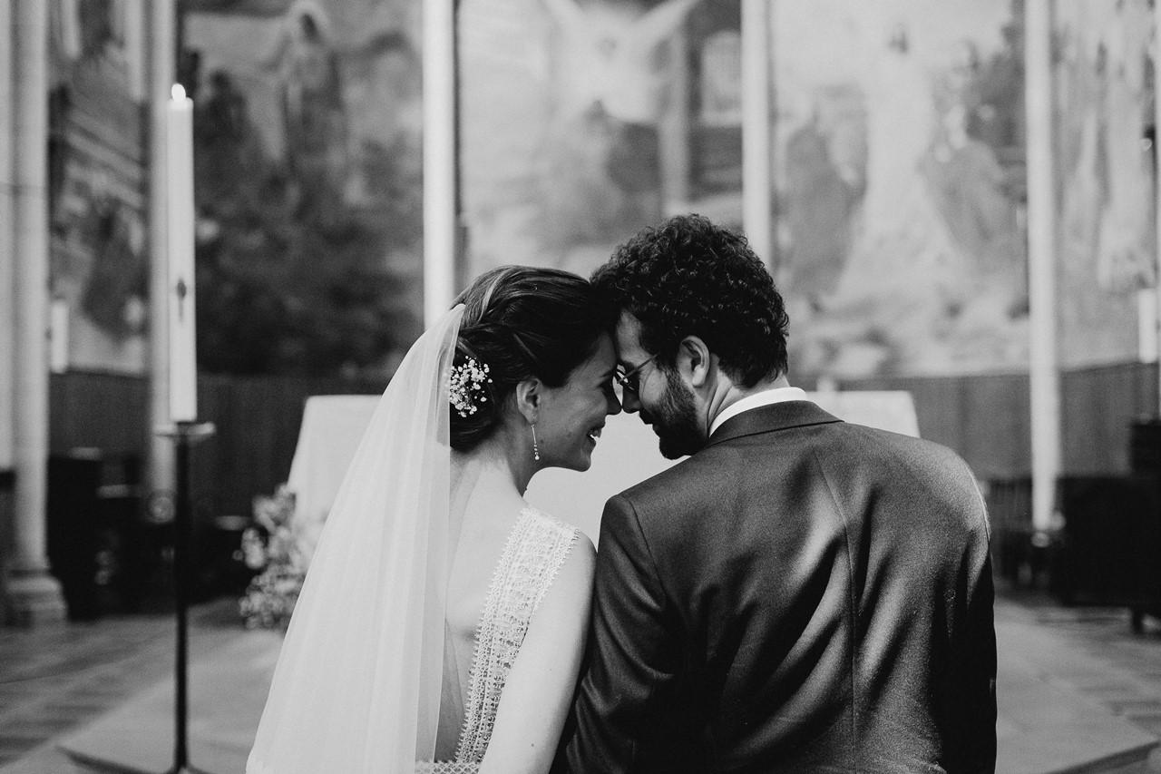 mariage angers église complicité mariés noir et blanc