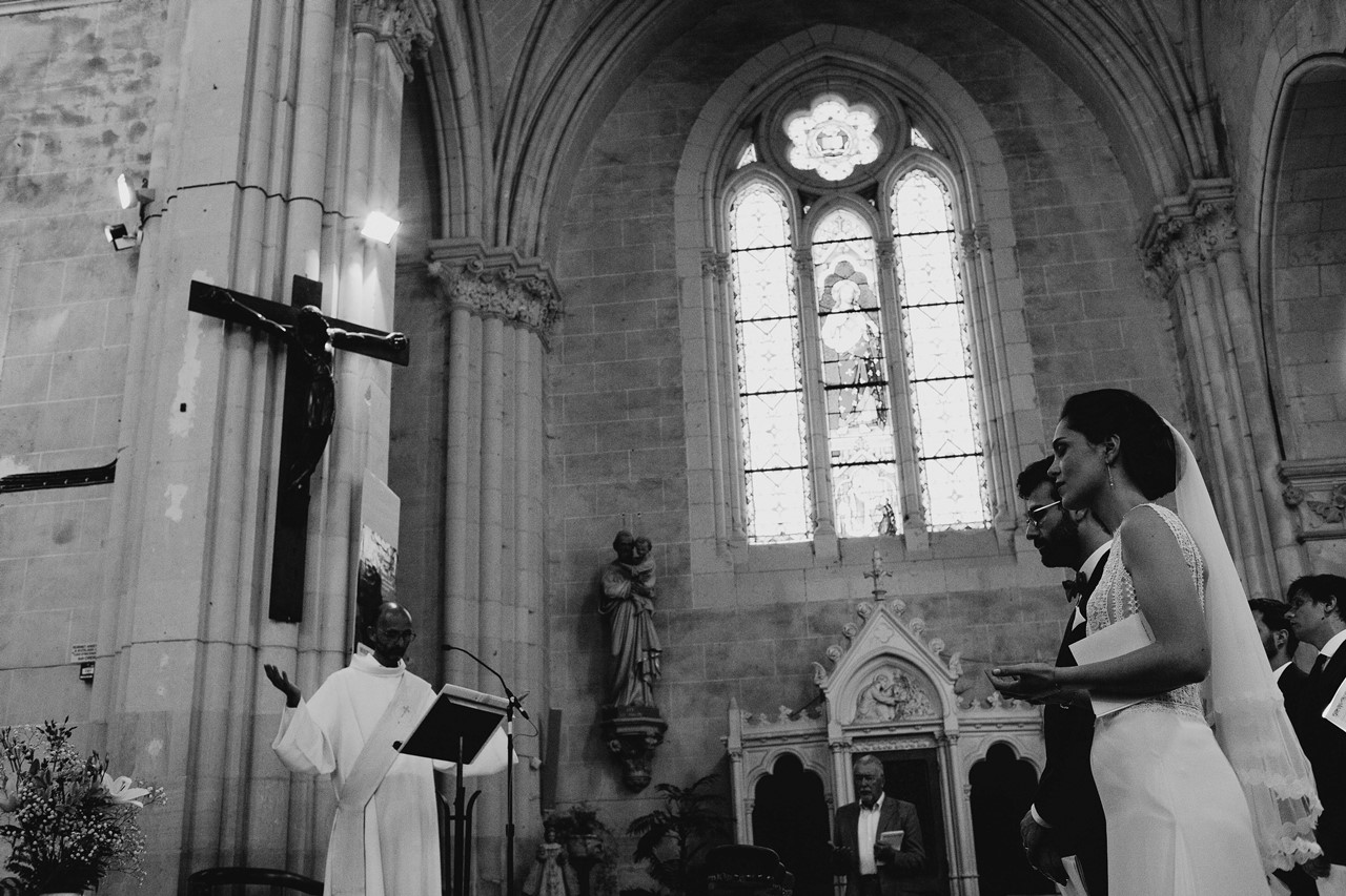mariage angers église prière mariés noir et blanc