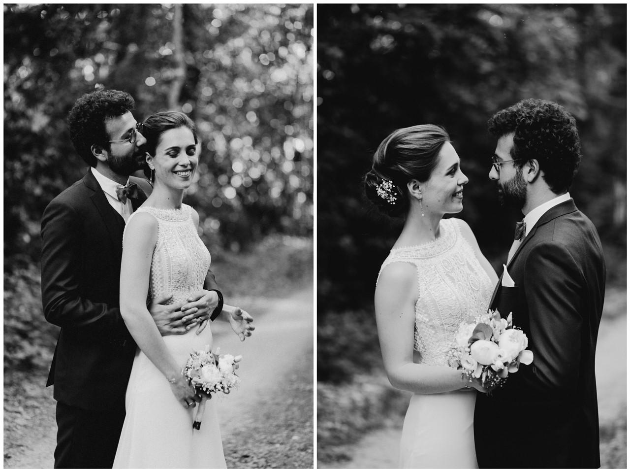 mariage angers château de la Cartrie photo couple forêt intimiste noir et blanc