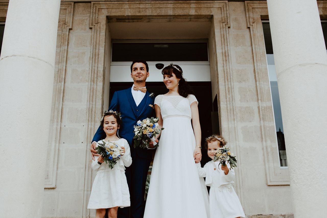 Mariage bohème nantes sortie mariés mairie photo famille