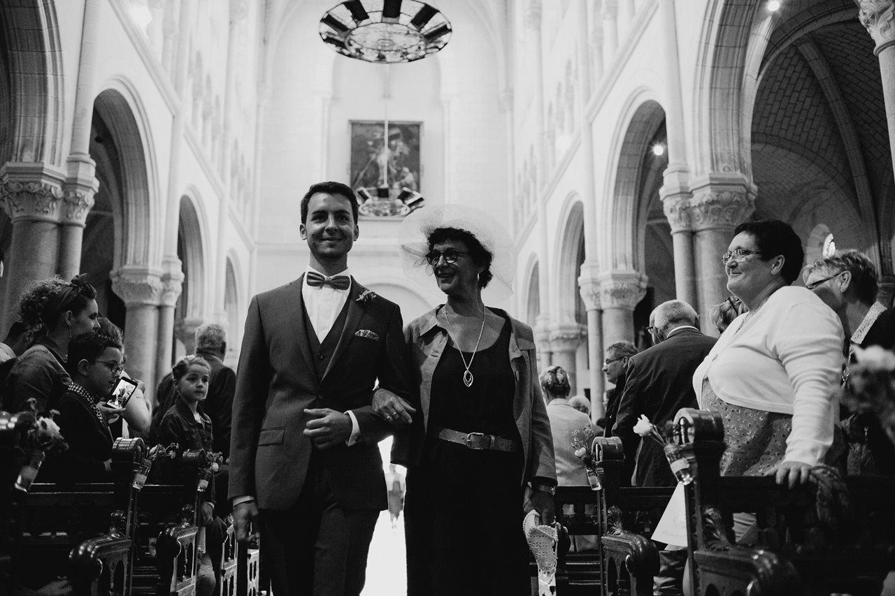 Mariage bohème nantes entrée marié église