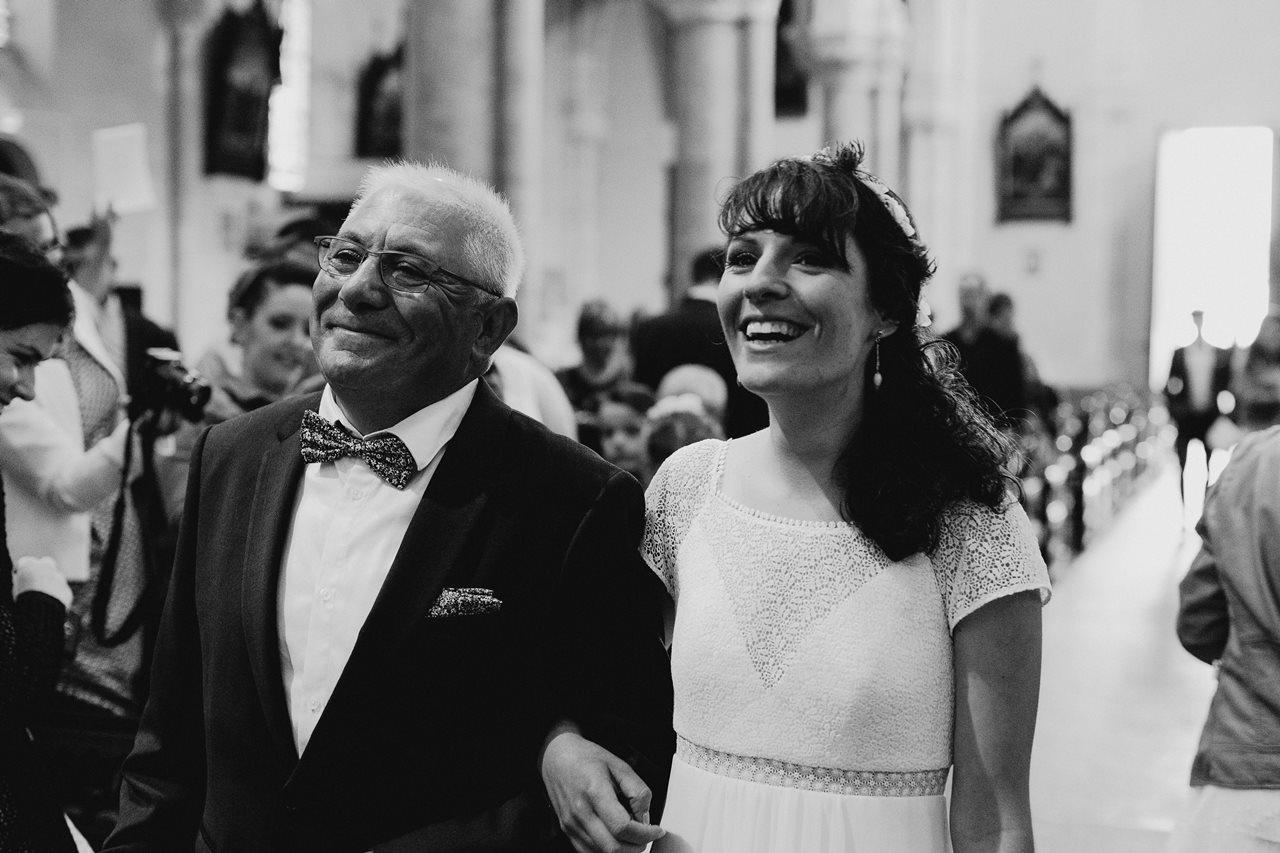Mariage bohème nantes entrée mariée église
