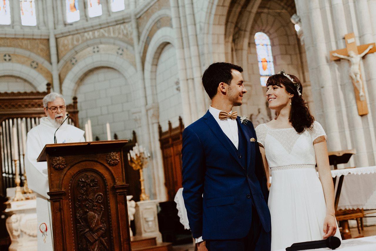 Mariage bohème nantes mariés église