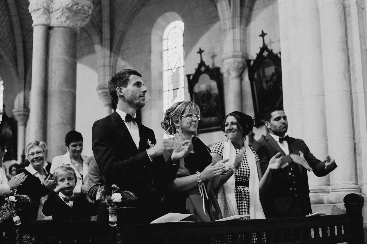Mariage bohème nantes invités église noir et blanc