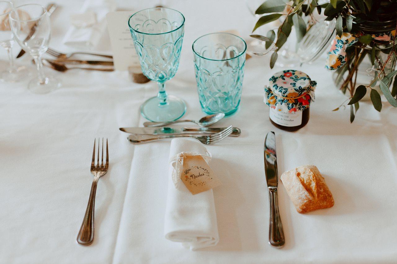 Mariage bohème guermiton table mariés détails