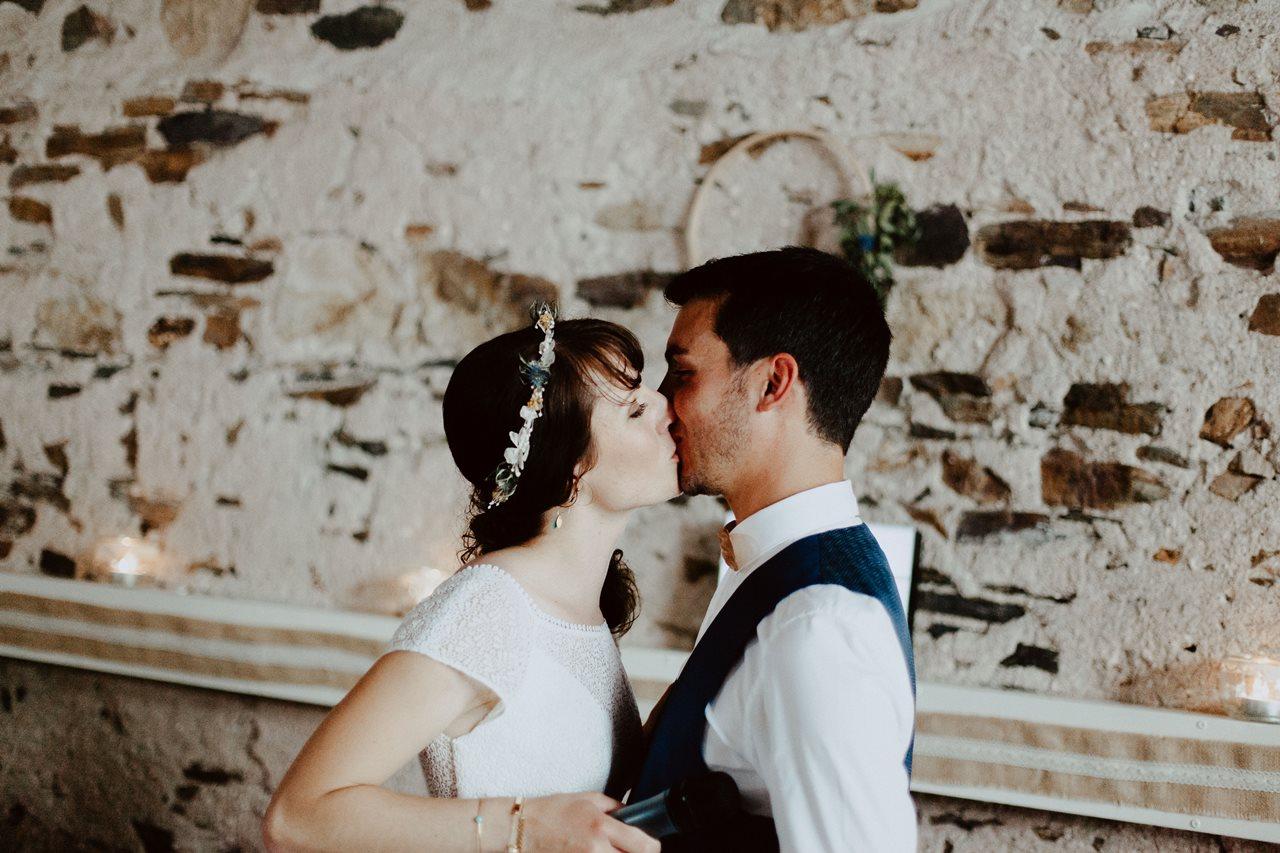 Mariage bohème guermiton repas portrait mariés