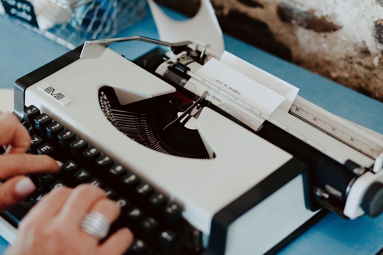 Mariage bohème guermiton machine à écrire