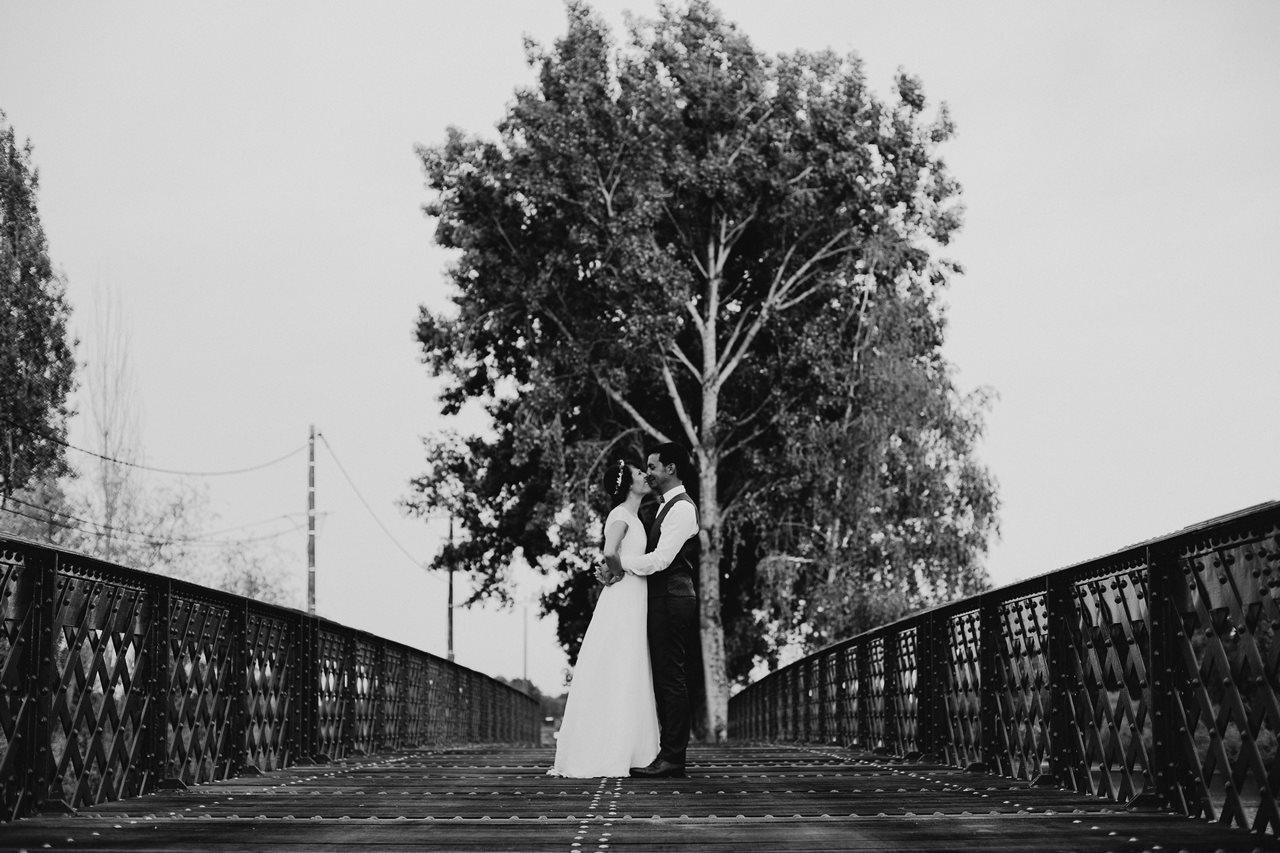 Mariage bohème séance couple canal migron pont noir et blanc