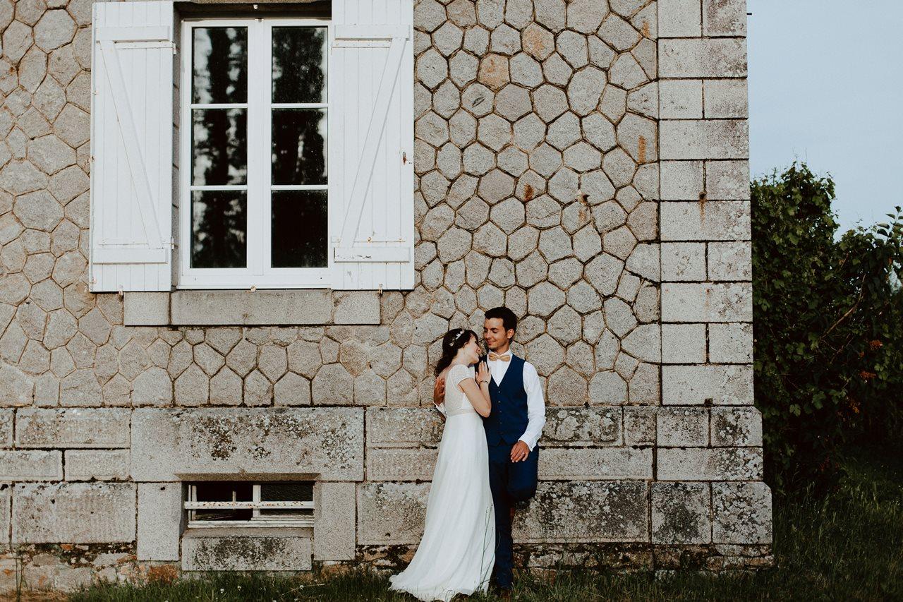 Mariage bohème séance couple canal migron mariés maison pierre