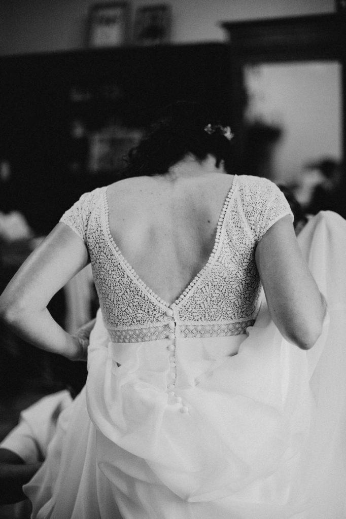 Mariage bohème nantes préparatifs robe mariée habillage noir et blanc