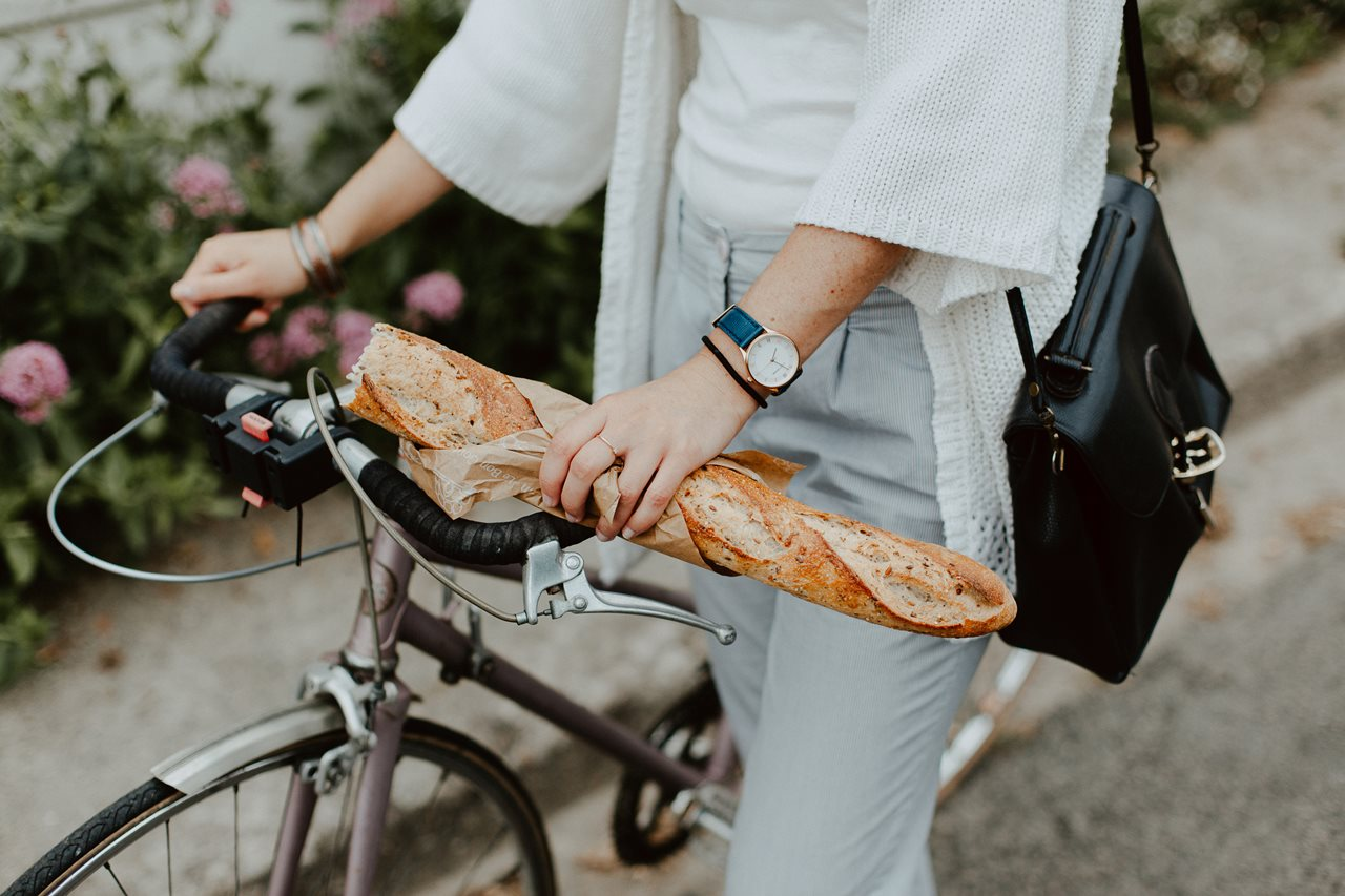 séance portrait lifestyle extérieur bicyclette baguette