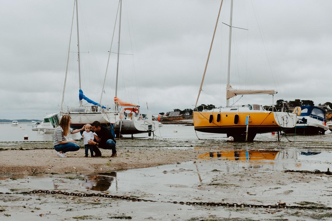 séance famille lifestyle mesquer plage balade parents enfant bateaux