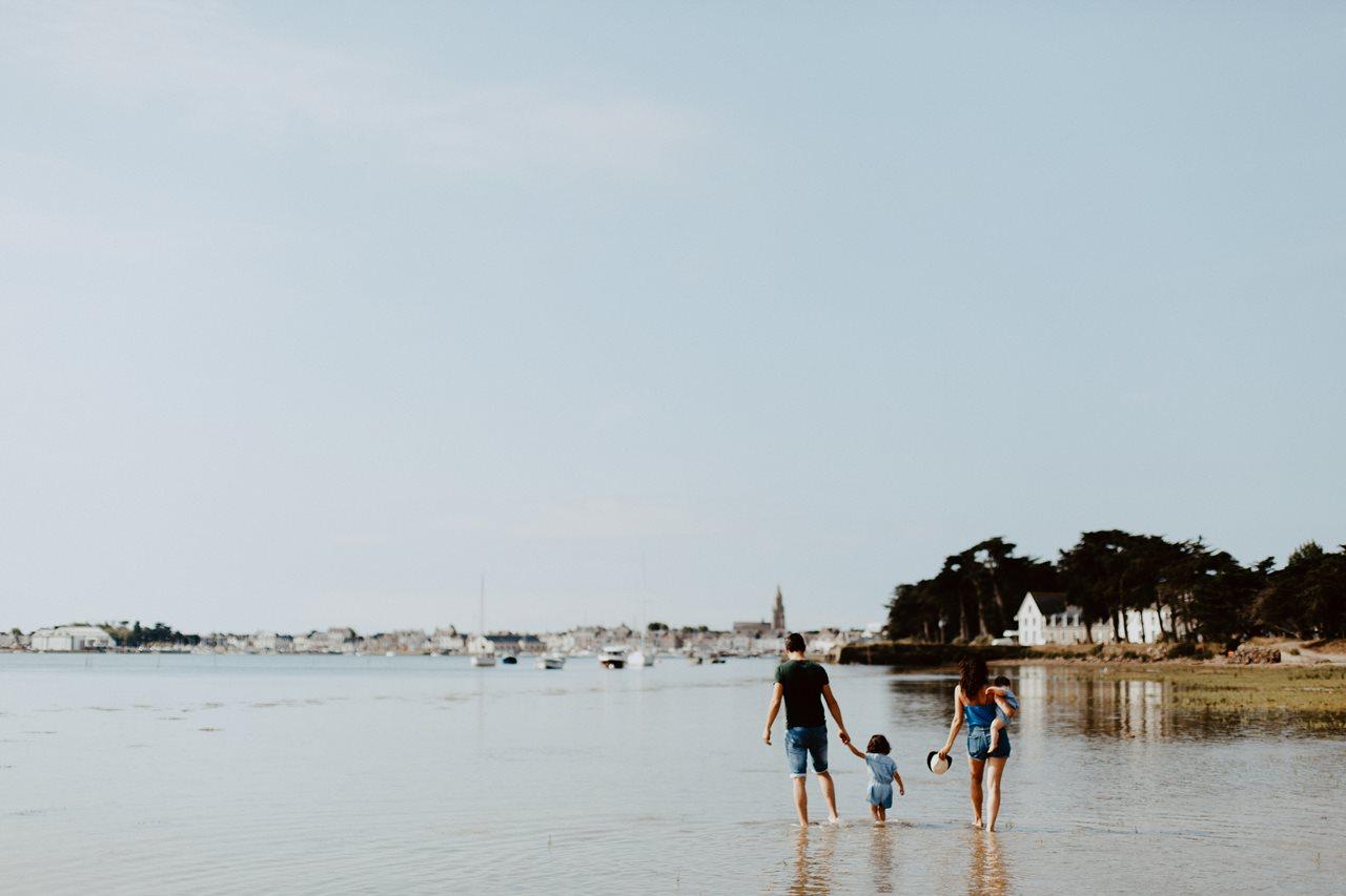 séance-photo-famille-Pen-Bron-portrait-parents-enfants-promenade-eau