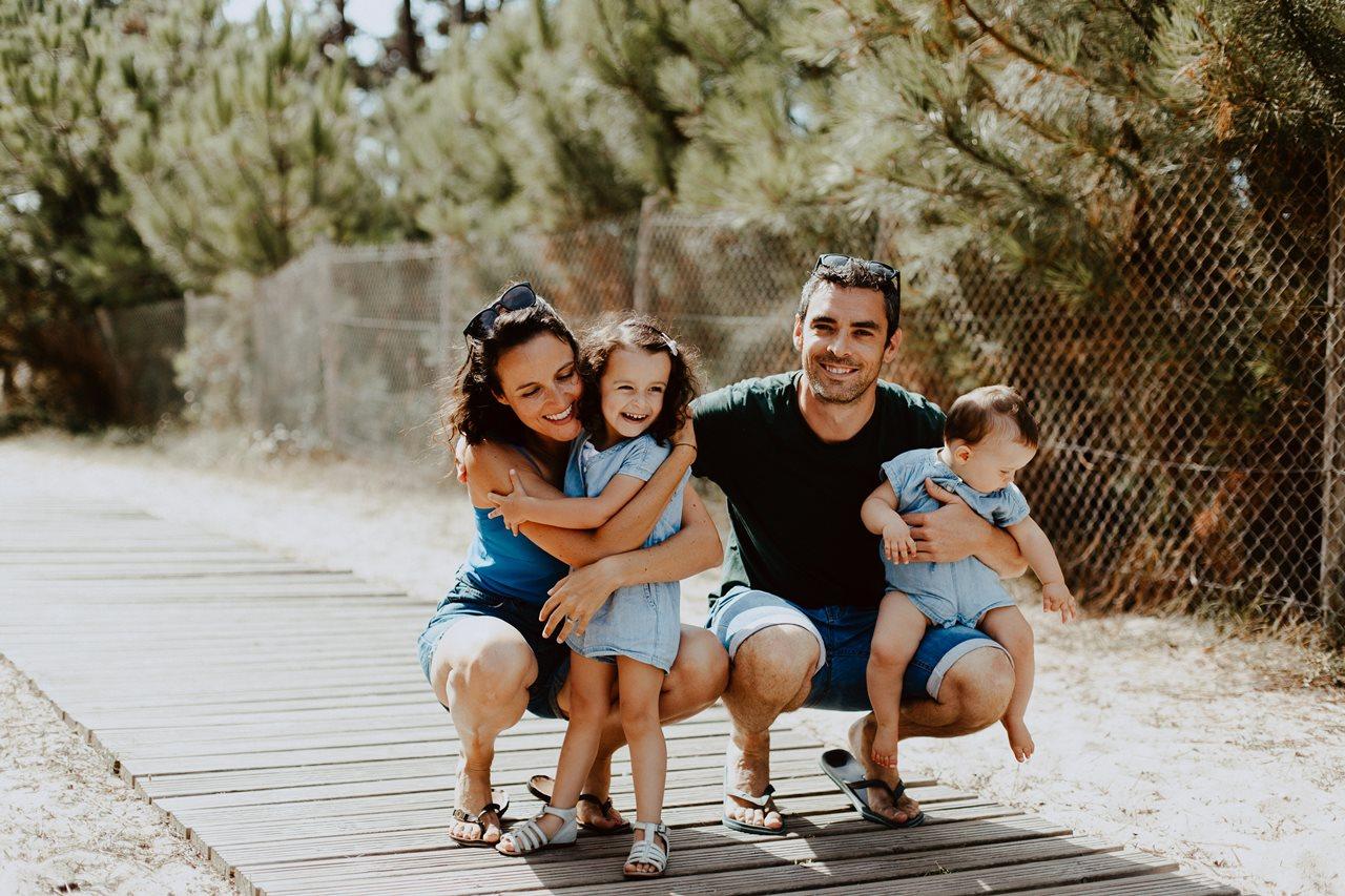 séance-photo-famille-La-Turballe-portrait-parents-petites-filles-amour