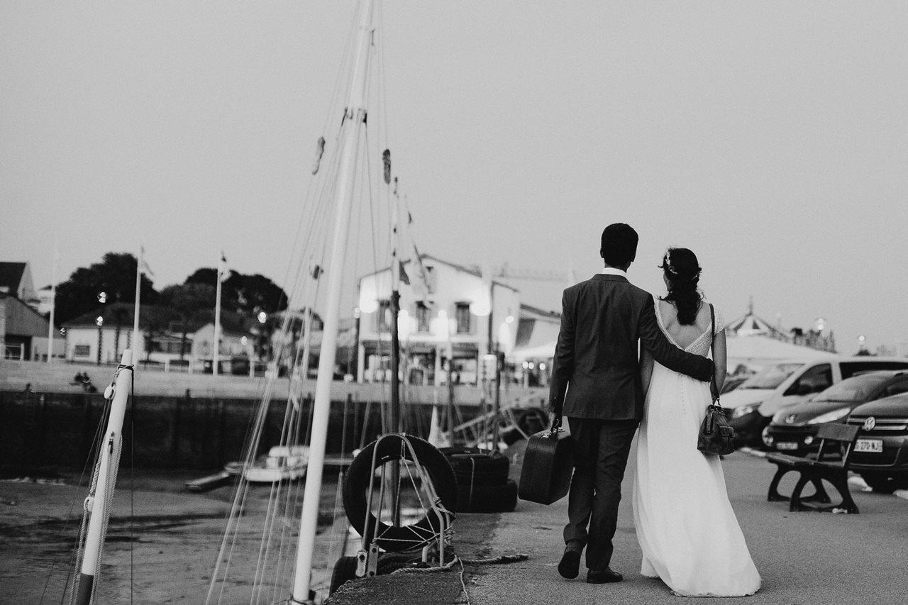 Day-after-port-pornic-mariés-voyage-valise-noir-et-blanc