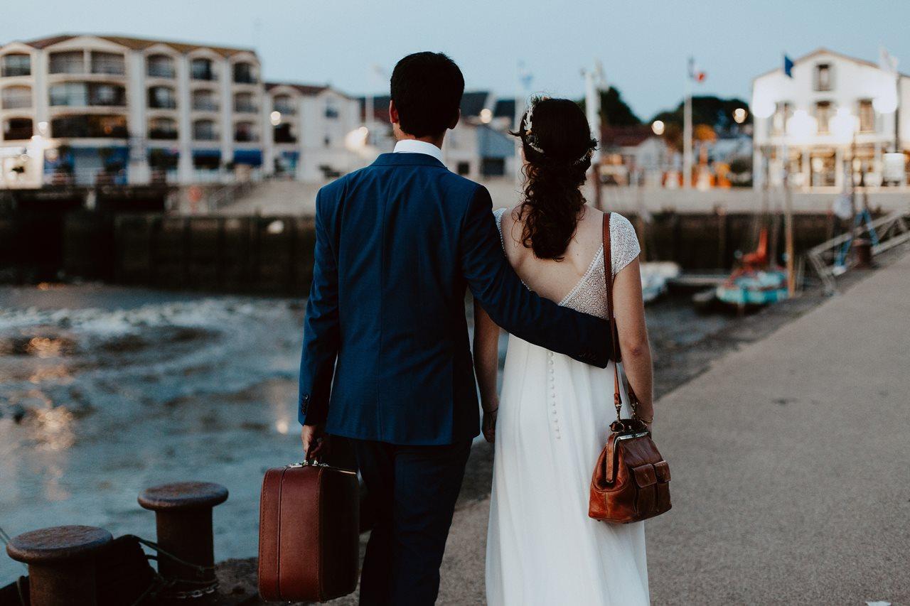 Day-after-port-pornic-mariés-voyage-valise