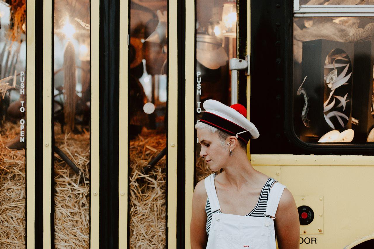 seance couple Nantes Transfert portrait femme cheveux courts chapeau marin