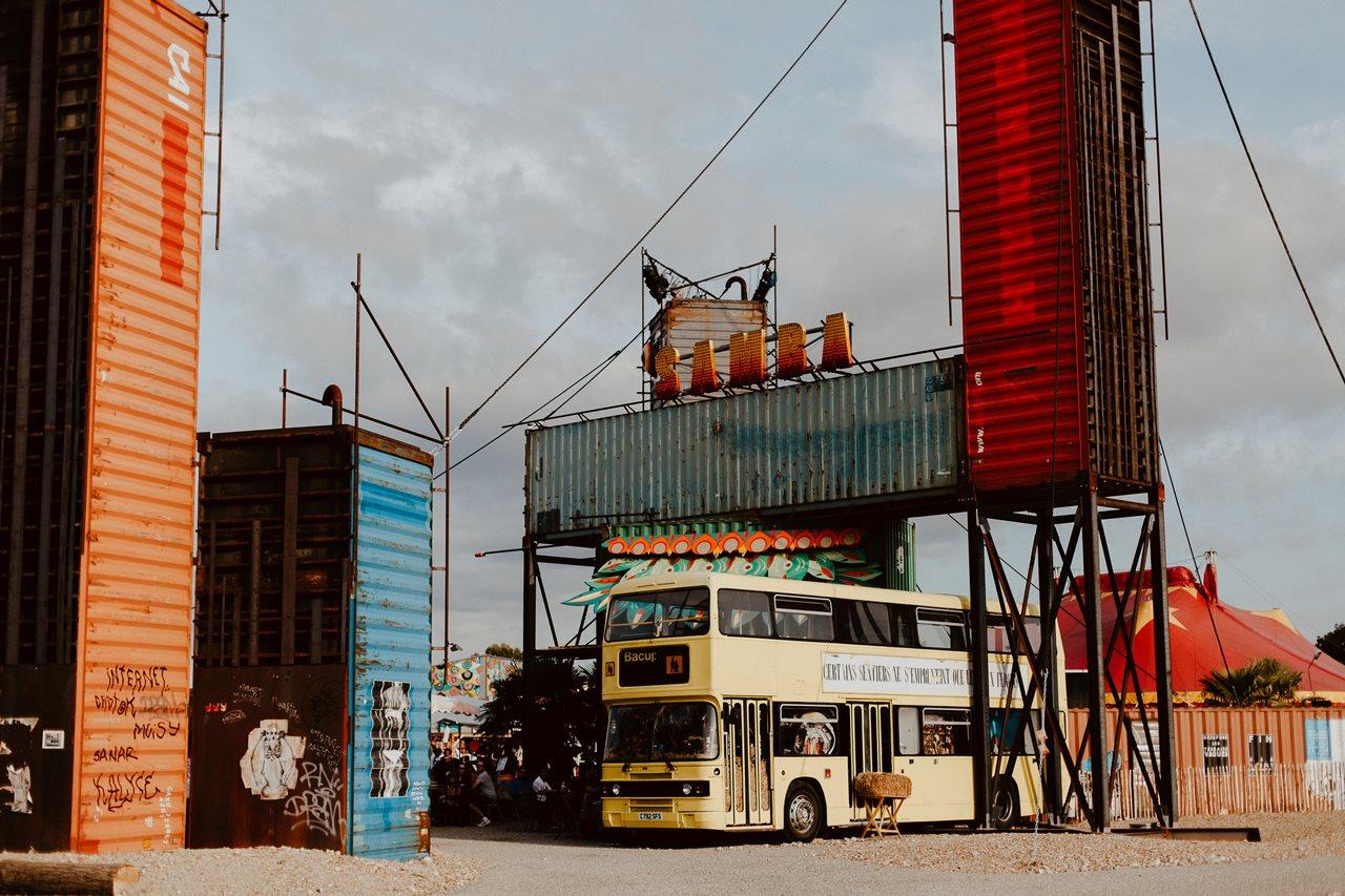 seance couple Nantes Transfert structure artistique containers bus anglais
