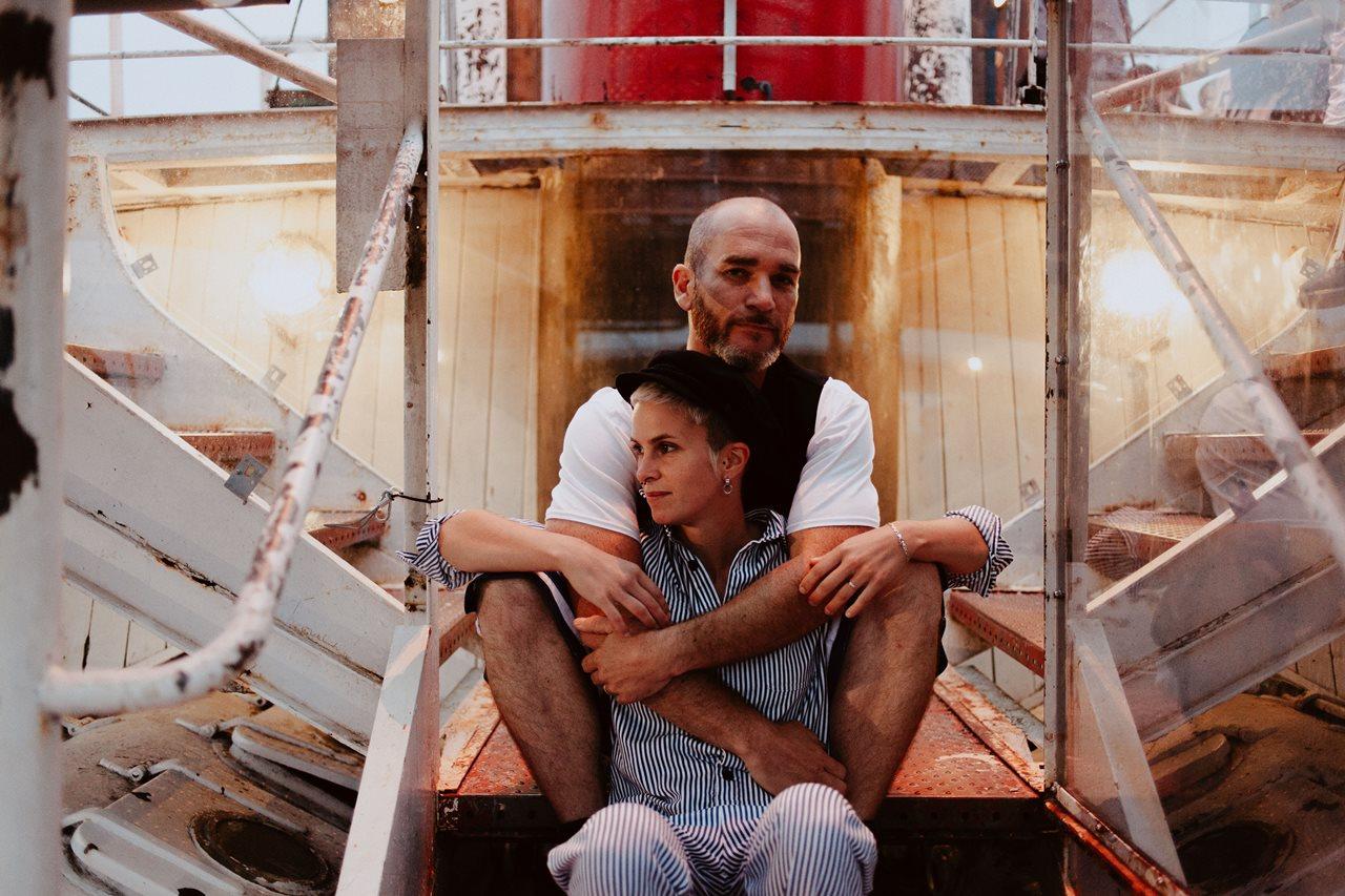 seance couple Nantes Transfert photo amoureux bateau remorquer
