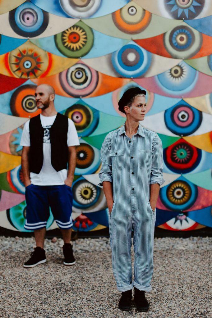 seance couple Nantes Transfert portrait amoureux décalé mur oeil coloré original