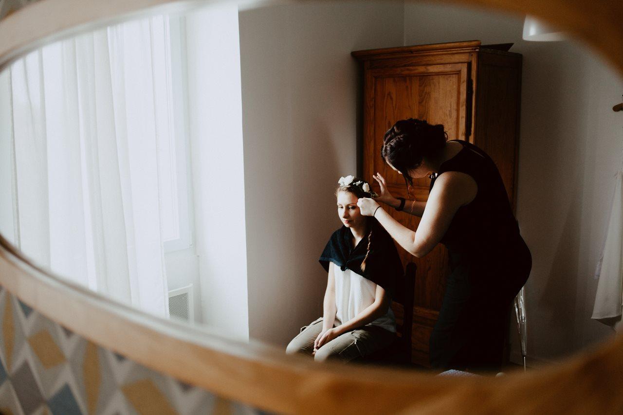 Photographie mariage préparation de la mariée coiffure reflet miroir