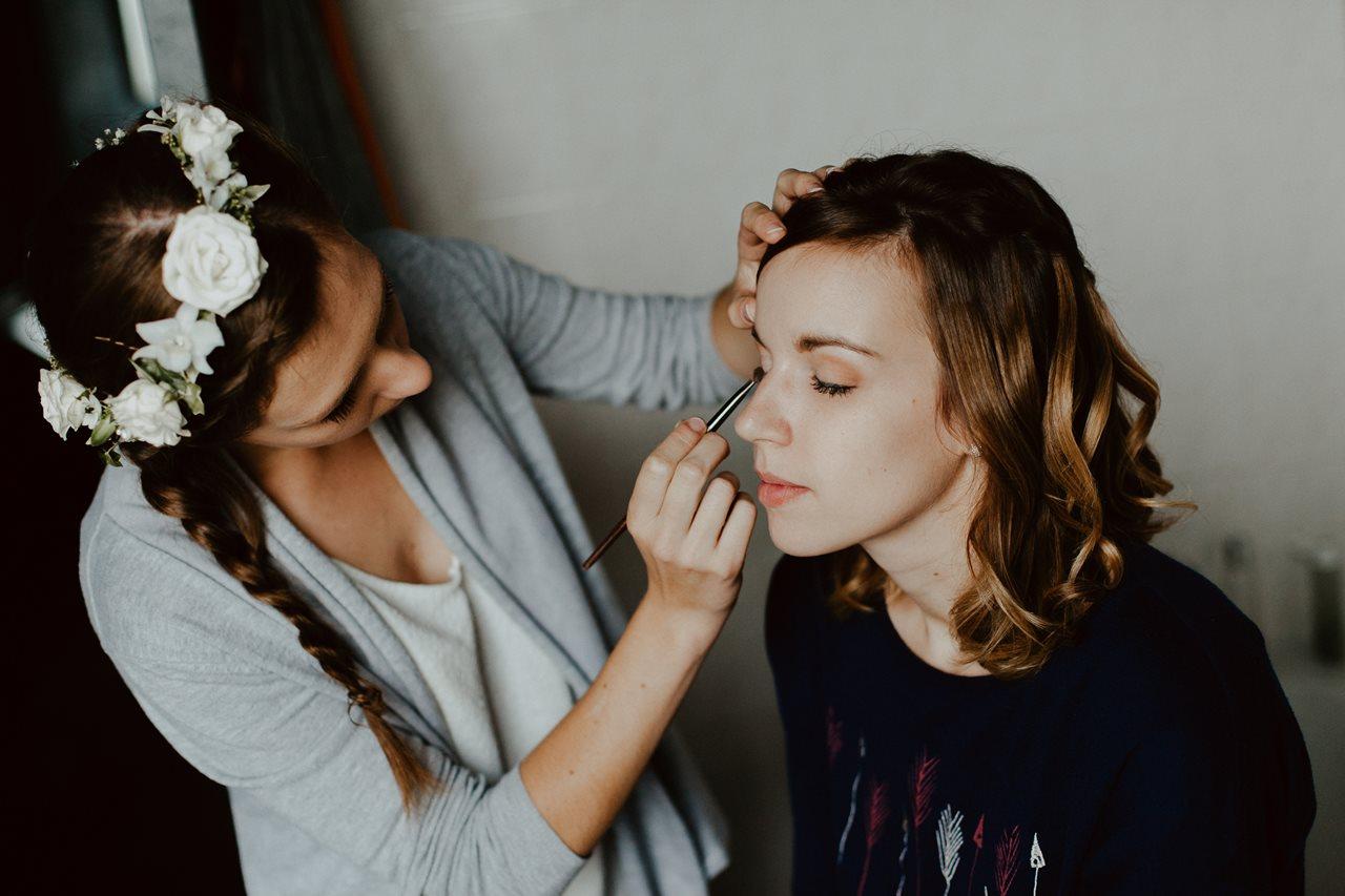 Photographie mariage préparation maquillage témoin de la mariée