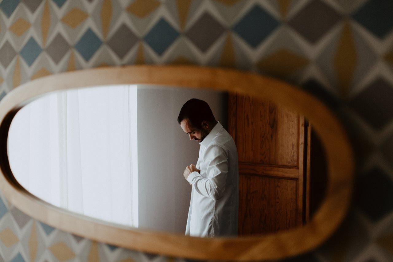 Photographie mariage préparation marié reflet miroir