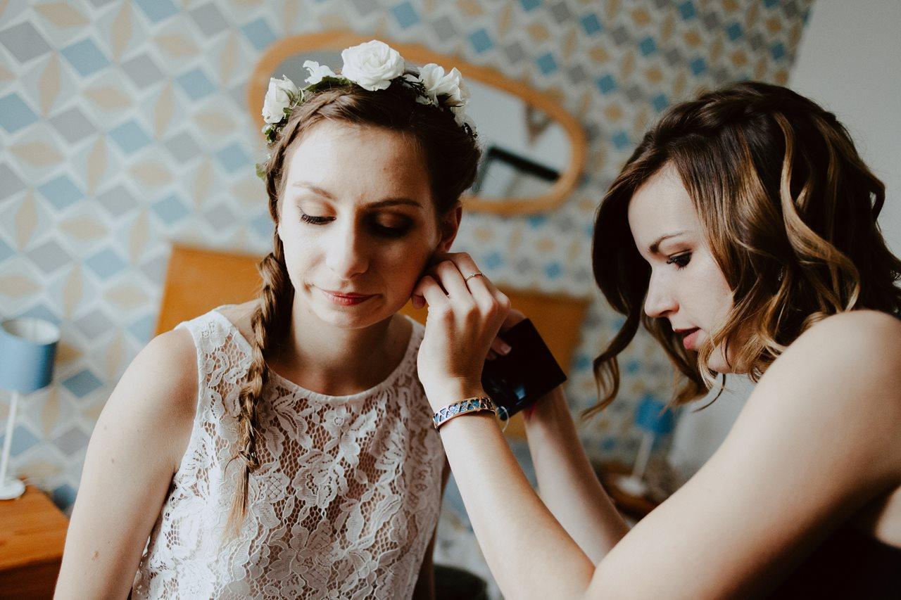 Photographie mariage préparation mariée aide témoin