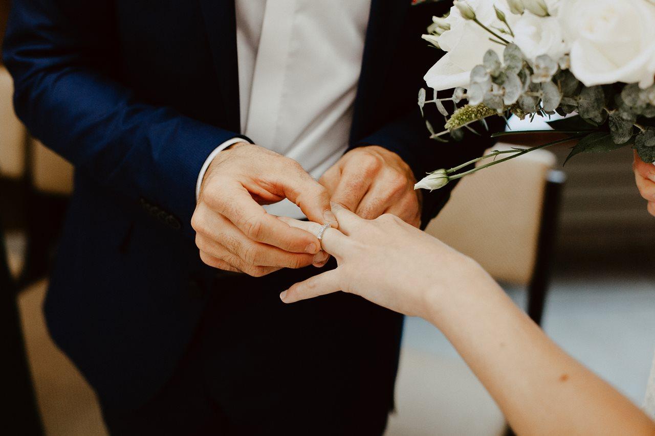 Photo mariage mairie échange alliance