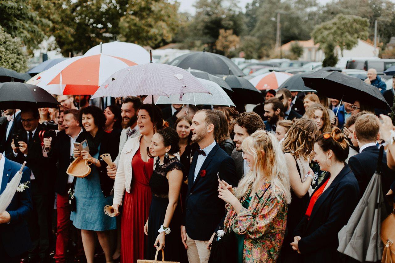 Photo mariage sortie marie portraits invités