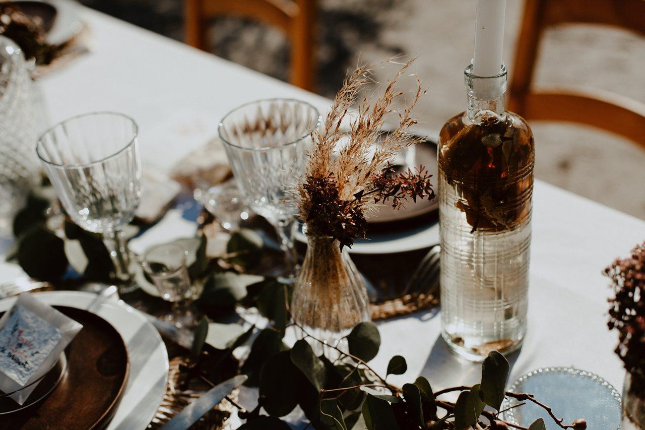mariage nude désert table mariage détail décoration plantes
