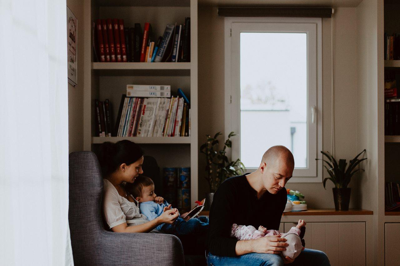 séance famille nouveau-né interactions parents enfants