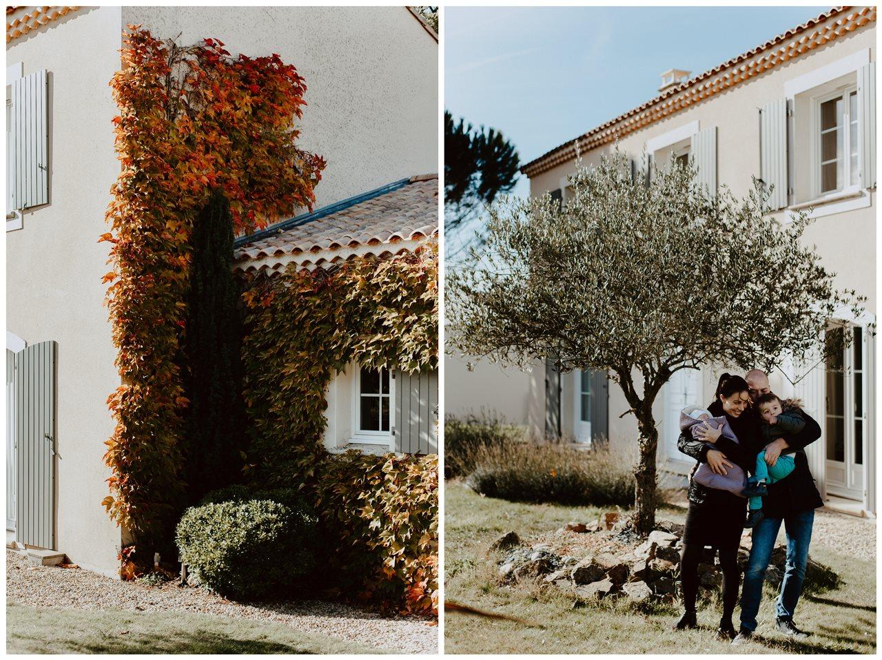 séance nouveau-né lifestyle portrait famille devant la maison détails jardin